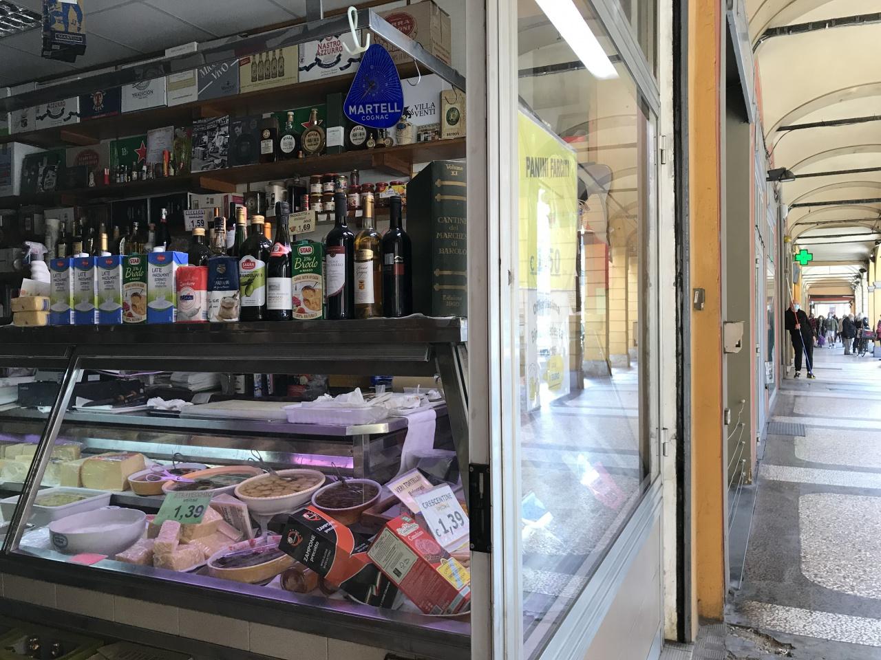 BOLOGNA - CENTRO STORICO LICENZA in VENDITA  €